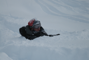 Andrew up to his neck in Champagne powder